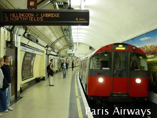 ロンドン TUBE コベントガーデン駅