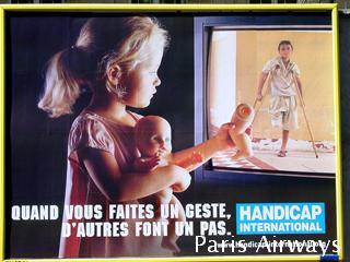 パリ 広告
