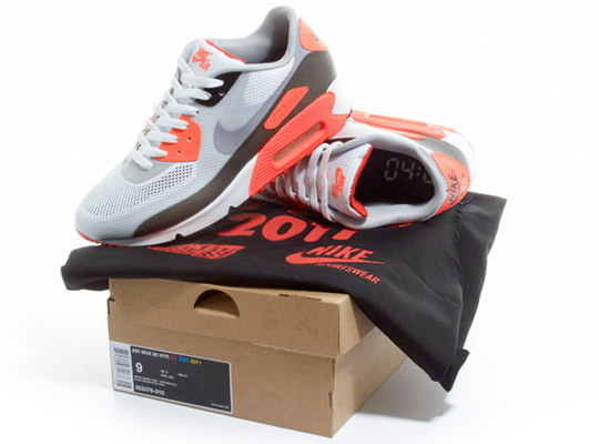 Nike-Air-Max-90-Hyperfuse-Infrared-ctnswbbq2011-Sneakers-01.jpg