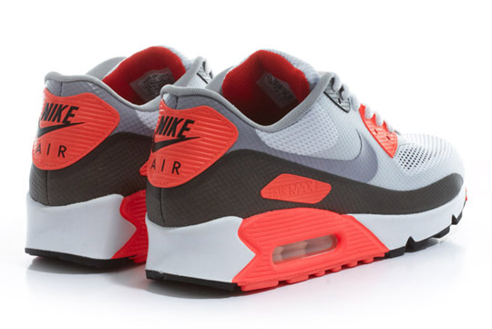 Nike-Air-Max-90-Hyperfuse-Infrared-ctnswbbq2011-Sneakers-03.jpg