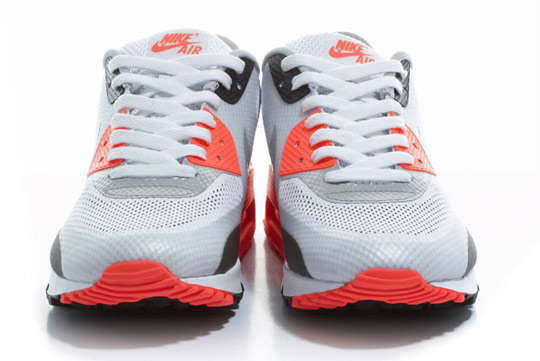 Nike-Air-Max-90-Hyperfuse-Infrared-ctnswbbq2011-Sneakers-04.jpg