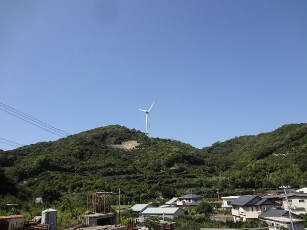 一基の風車が目印