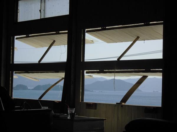ラブラックカフェ窓