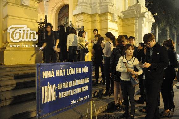 12-03-21 Vietnam concert in Hanoi Opera House-00