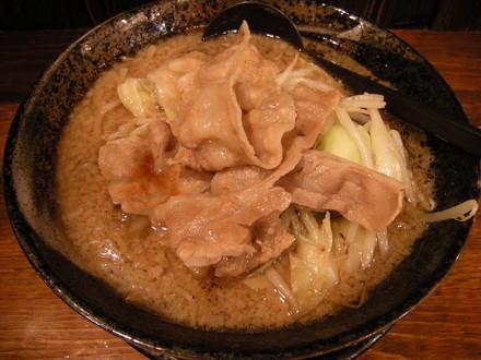 男の根性黒醤油(麺大盛、肉大盛)(780円)