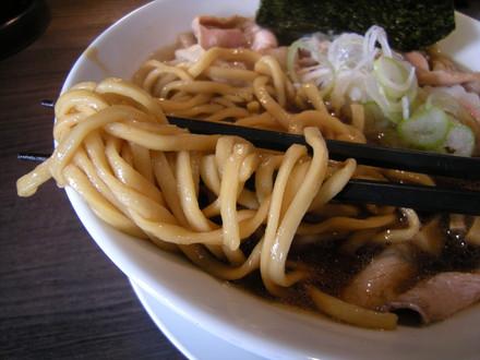 肉そば醤油の麺