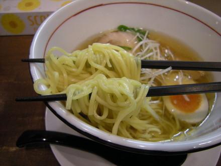 しおラーメンの麺