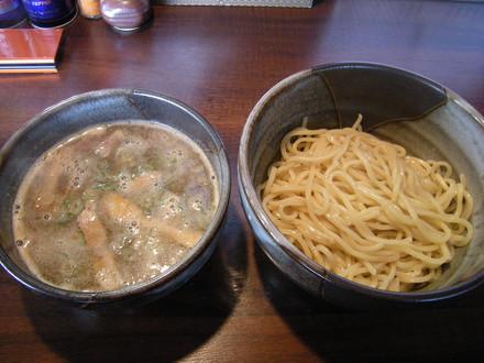 濃厚魚介つけ麺(800円)