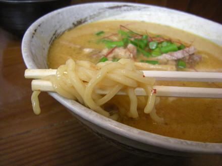 カレーらぁめんの麺
