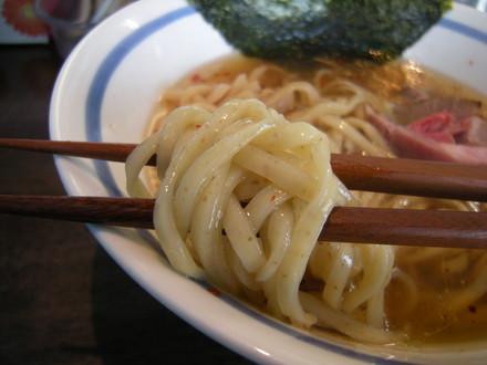生姜正油らぁ麺の麺