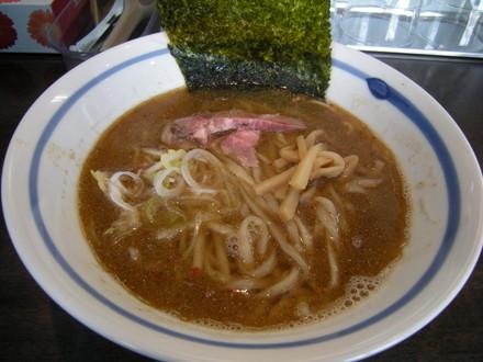 炙り煮干正油らぁ麺(680円)