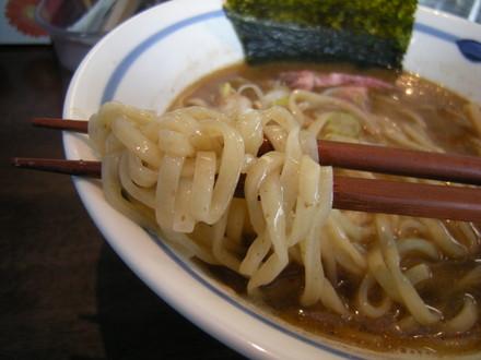 炙り煮干正油らぁ麺の麺