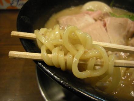 帆立和歌山ラーメンの麺