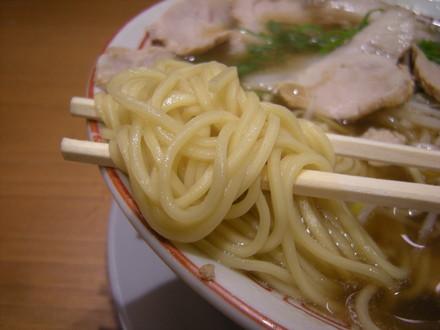 特製チャーシュー麺 醤油の麺