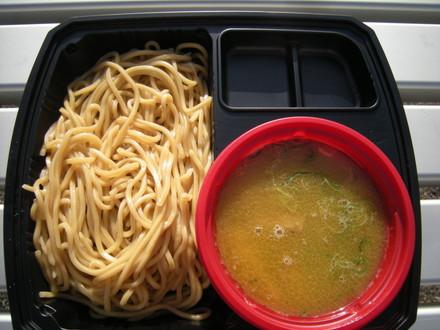 鶏コクブラックつけ麺(800円)
