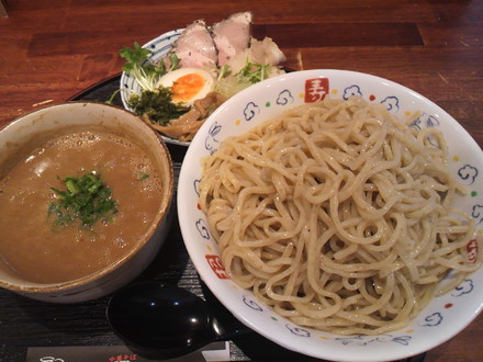 濃厚つけ麺・満月(1050円)