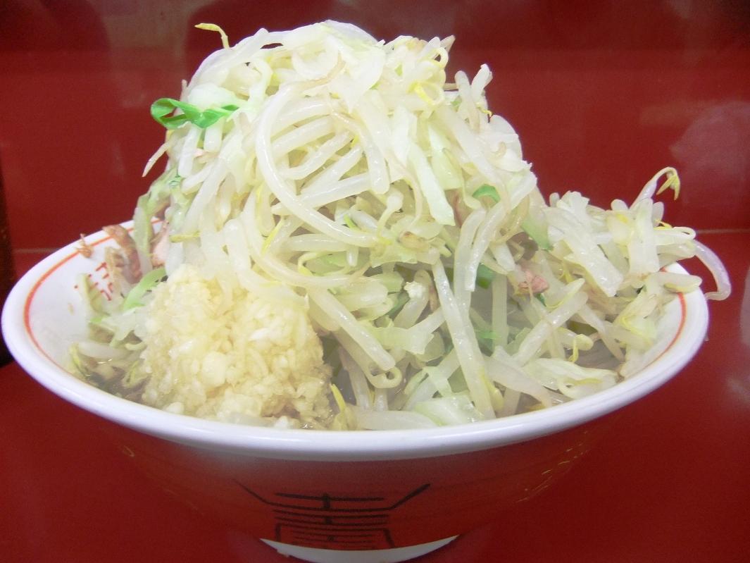 ラーメン二郎 相模大野店:小ブタラーメン(ニンニクヤサイ) 11.09.25