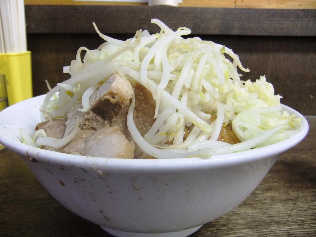 蓮爾 さんこま店:小ラーメン豚入り(ヤサイニンニク) 11.10.01