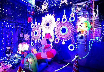 由比LEDが飾り付けられた家-5