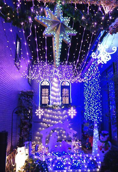 由比LEDが飾り付けられた家-7