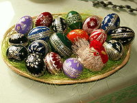 200px-Easter_eggs_-_straw_decoration.jpg
