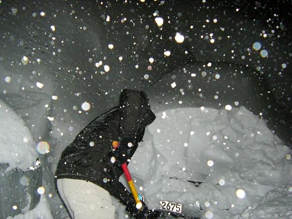 Unser Austo mit Schnee