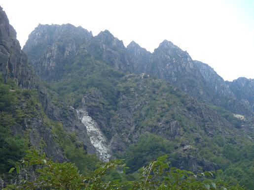 黒沢とウメコバ沢岩峰群