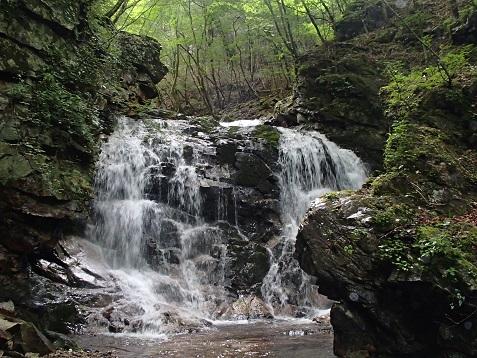 スダレ状幅広2段8m滝