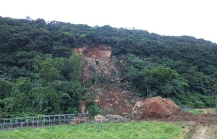 与那国島:崖崩れ