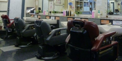 店内旧理容椅子