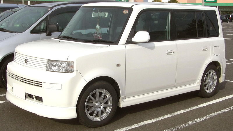 800px-Toyota_bB.jpg
