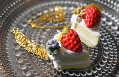 イチゴのショートケーキ ネックレス1