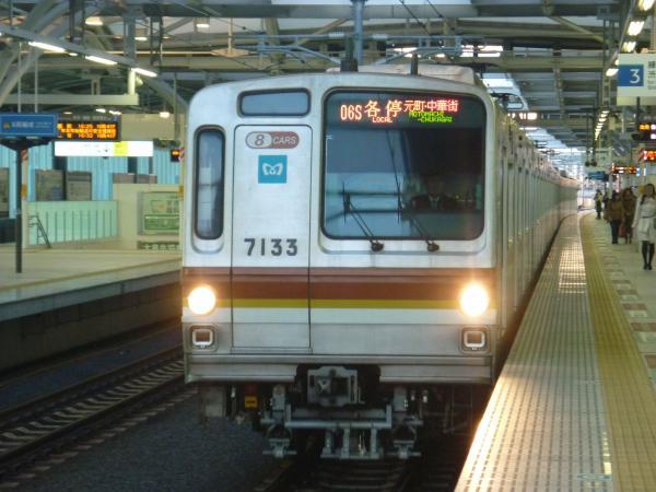 2013-12-22 メトロ7133F 各停元町・中華街行き1