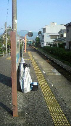 新野駅で電車を待ちます
