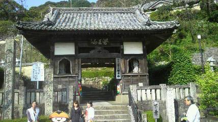 23番札所薬王寺の山門
