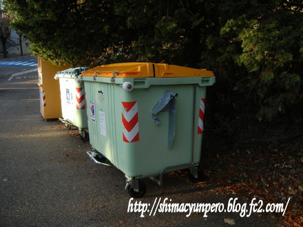 近所のゴミ箱