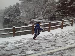 雪の中を走る