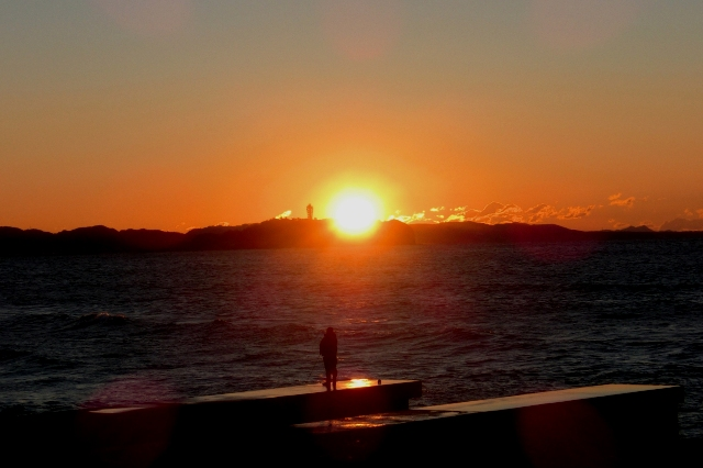 江ノ島越しの日の出