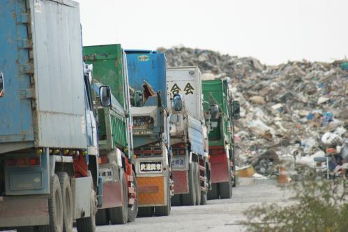 瓦礫トラック