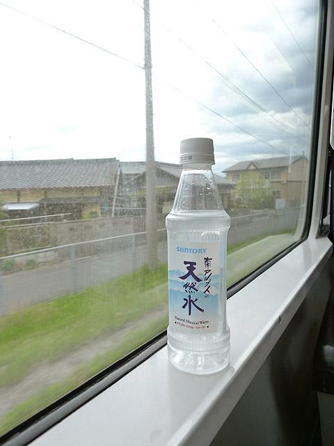 サントリー天然水350mlペットボトル