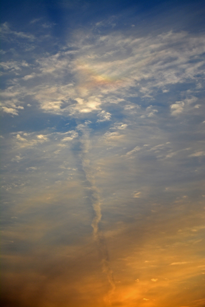 少しだけ彩雲が見えた。