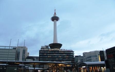 曇天の京都タワー_H25.12.10撮影