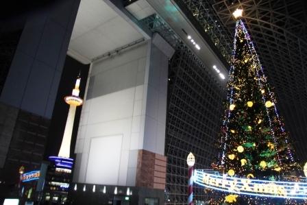 京都タワーとクリスマスツリー_H25.12.10撮影