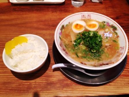 チャーシュー麺と半ライス_H25.12.10撮影