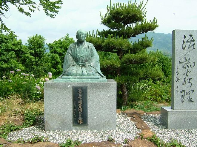 華岡青洲坐像