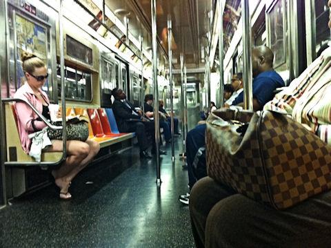 地下鉄もなんとなく…