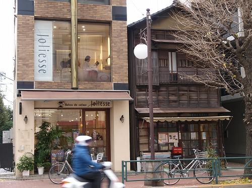 理容店と木造