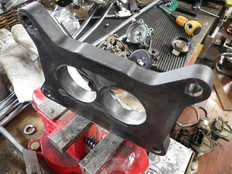 キャブの径が若干大きいので合わせて削る (2)