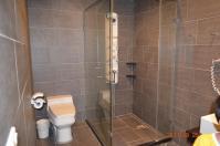 怡園渡假村典雅4人房の浴室