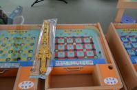 台北花卉村の露天ビンゴゲームと景品の剣130609